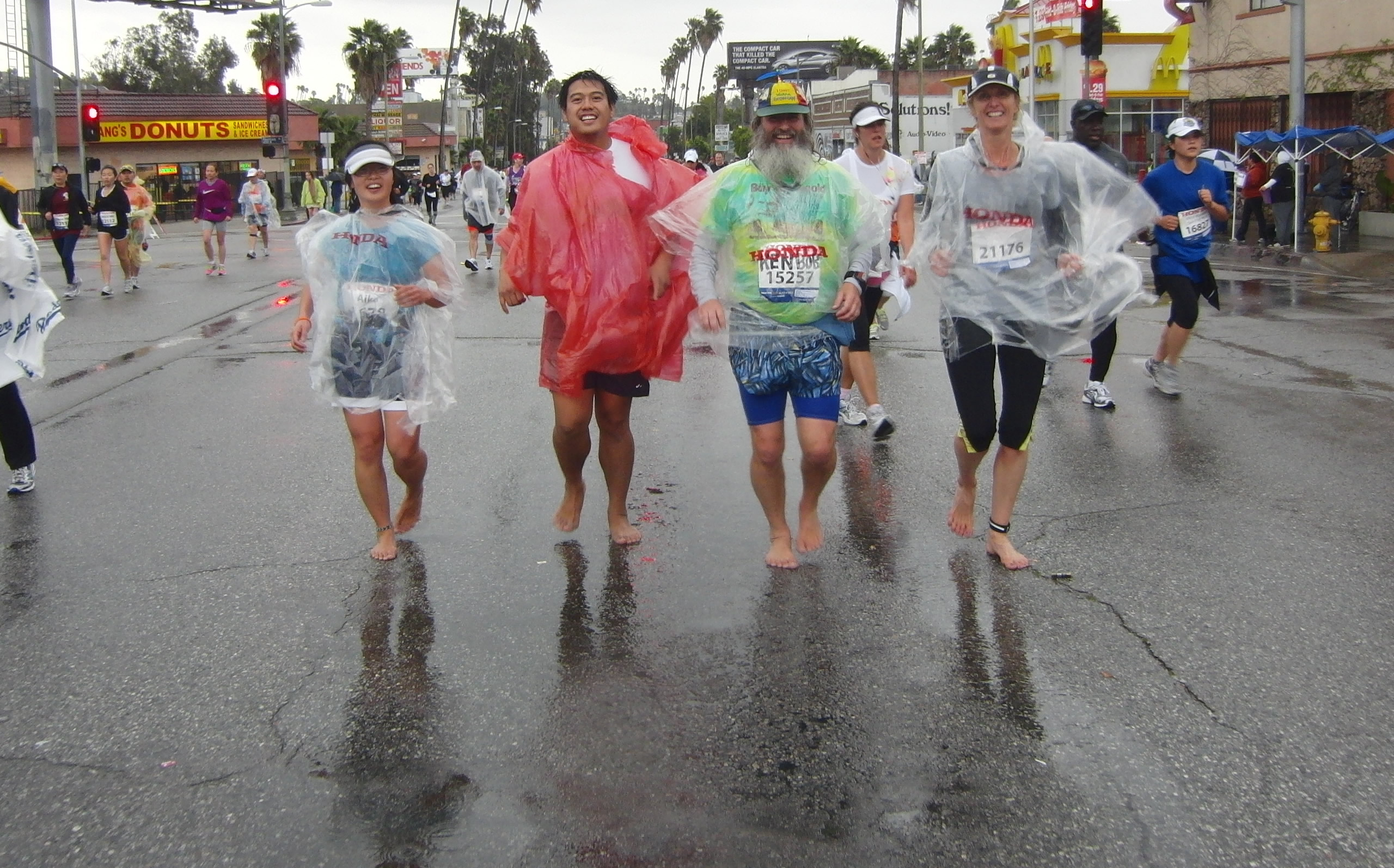 Aika, Merlin, Ke nBob, Caity, running barefoot in Los Angeles Marathon 2011 March 20