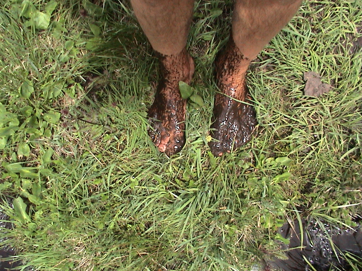 Ken Bob's muddy feet